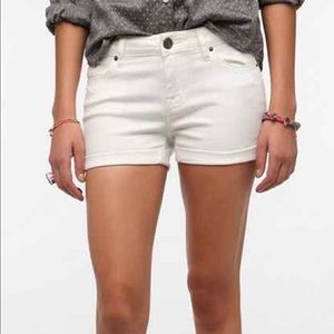 BDG White Alexa Short
